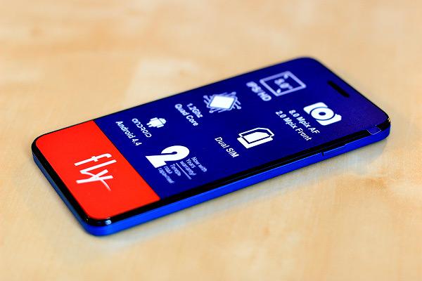 фотографии смартфона Fly IQ4512 EVO Chic 4 Quad