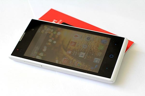 фотографии смартфона МТС Smart Start